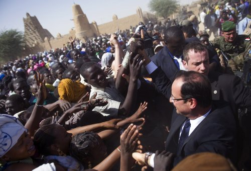 French President Hollande arrives in Mali's Timbuktu