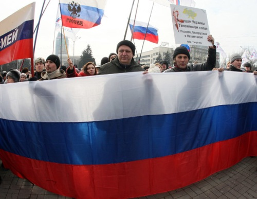 Pro-Russian protesters, Donetsk, March 1 2014. (AFP Photo/Alexander Khudoteply)