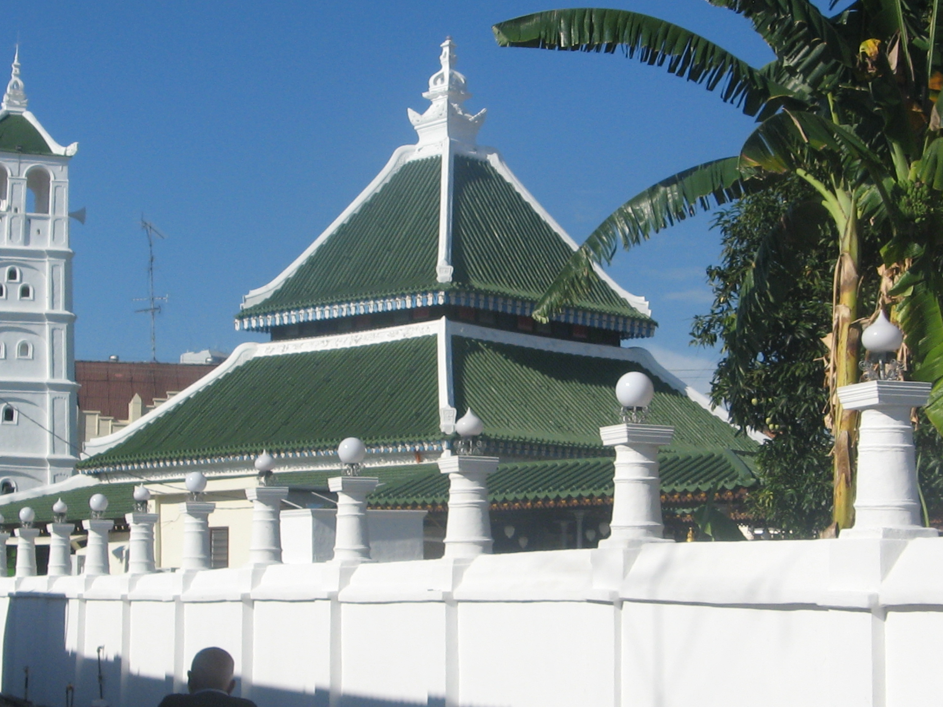 essay on modern architecture Modern architects believed that new conditions of lifestyles and technology  should be given a fresh interpretation, rather than being forced into the forms of.