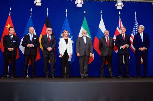 The ministers of foreign affairs of France, Germany, the European Union, Iran, the United Kingdom and the United States as well as Chinese and Russian diplomats announcing an Iran nuclear deal framework in Lausanne on 2 April