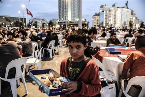 Syrian refugee collecting leftover food, Istanbul (photo credit: AFP)
