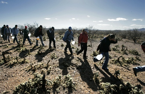 North of the Mexico-Arizona border, 2007 (Photo credit: Don Bartletti/Los Angeles Times)